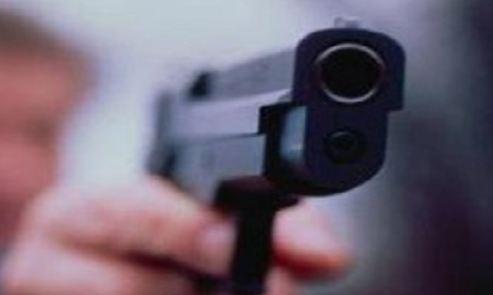 Napoli, pm anticamorra rapinato da giovani armati di pistola